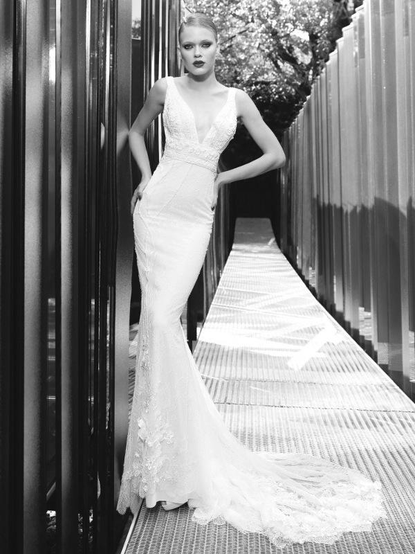 Vestido de novia sofisticado con corte sirena y escote pico