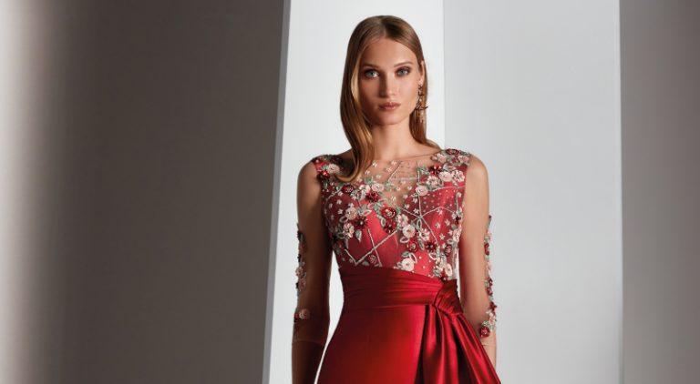 Vestido de madrina rojo largo de Novias Pilar Gil
